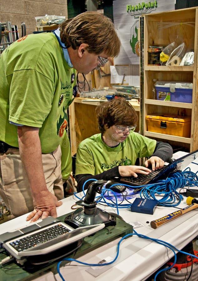 Teen Roboticskonkurrens för tillstånd royaltyfria bilder