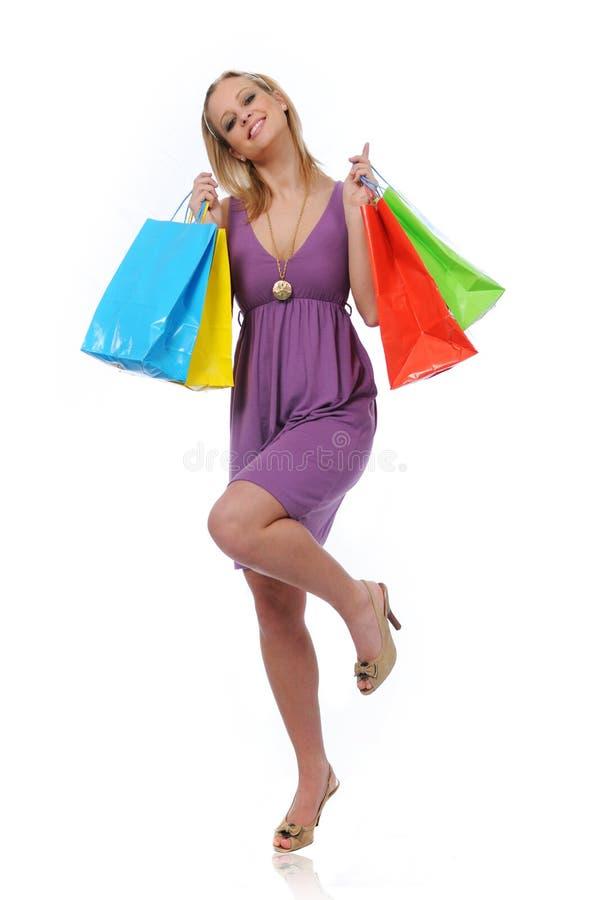 teen shopping för flickaglädjebanhoppning arkivfoton