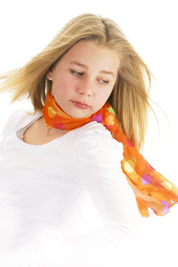 teen slitage barn för flickascarf arkivbilder