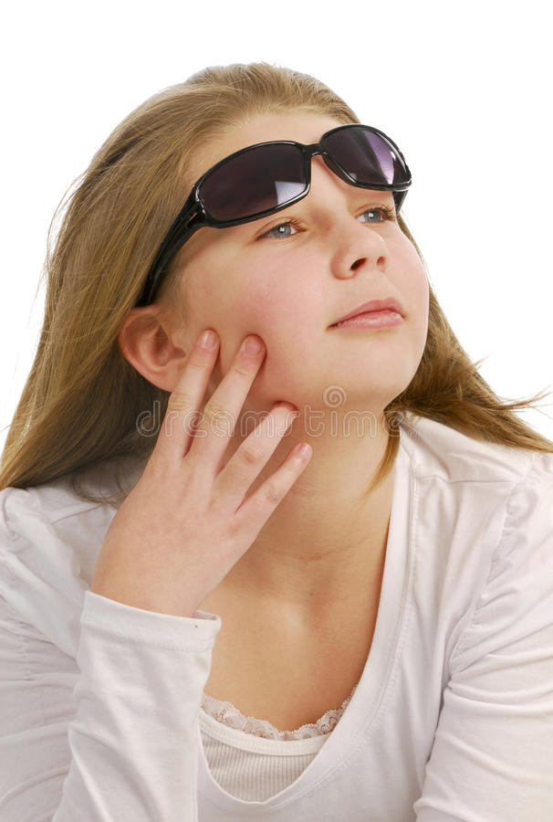 teen slitage för flickasolglasögon royaltyfri bild