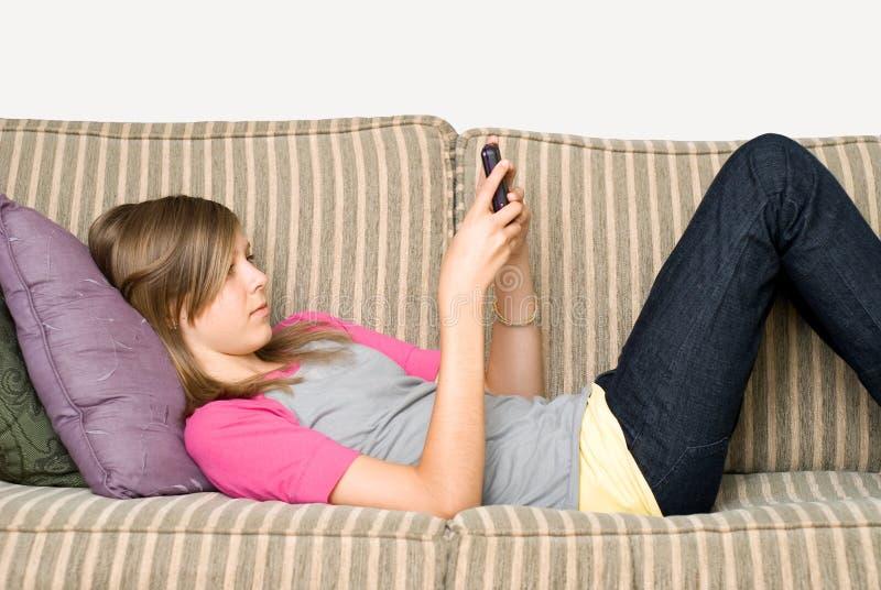 teen texting arkivfoto