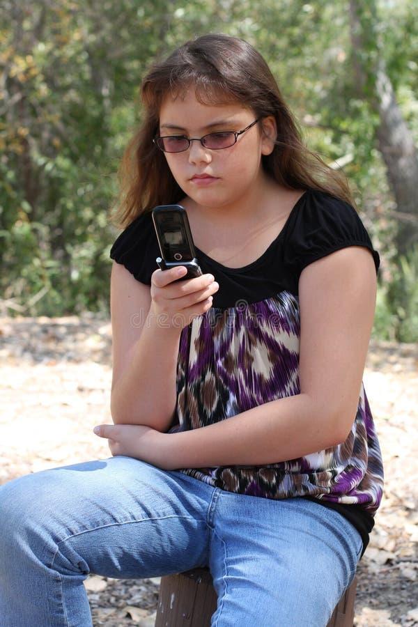 teen texting för celltelefon royaltyfri fotografi