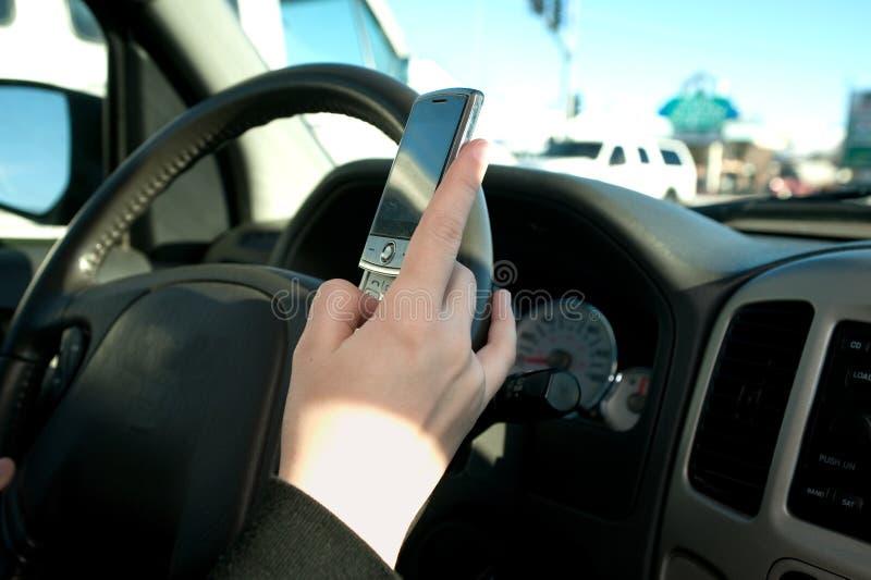 teen texting för hand royaltyfri bild