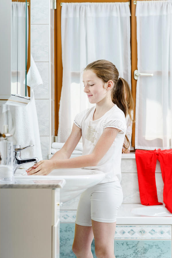 Free Teenage Girl Washing Her Hands Stock Images - 41960604