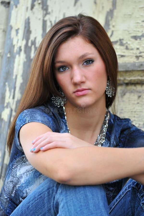 Teenager attraente in azzurro fotografia stock libera da diritti