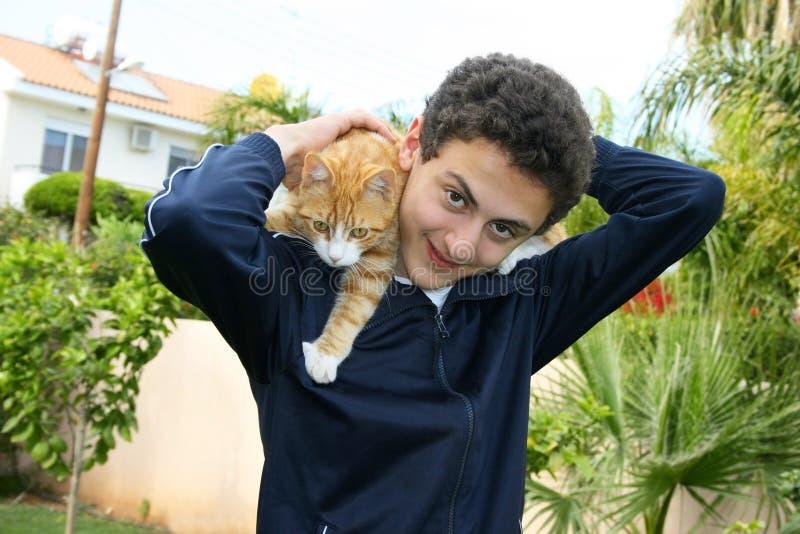 Teenager e gatto immagine stock libera da diritti