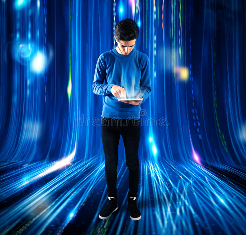 Teenager e tecnologia immagini stock libere da diritti