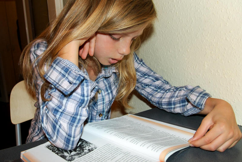 Teenager girl reading royalty free stock images