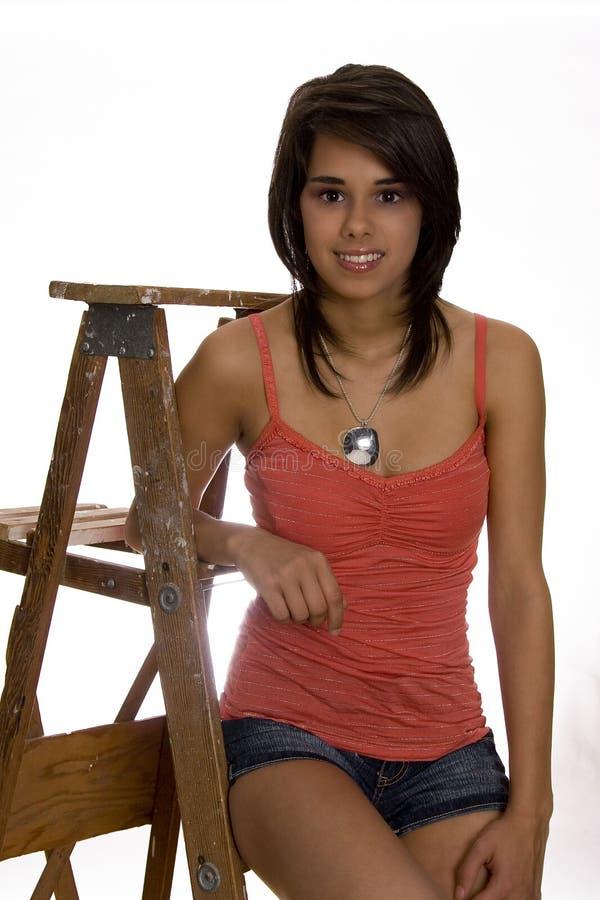 Teenager sulla scaletta fotografia stock libera da diritti