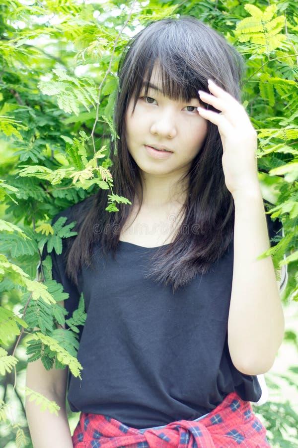 Download Teenager Tailandese Delle Donne Dell'Asia Si Rilassa Sul Parco Immagine Stock - Immagine di ragazza, cute: 55357893