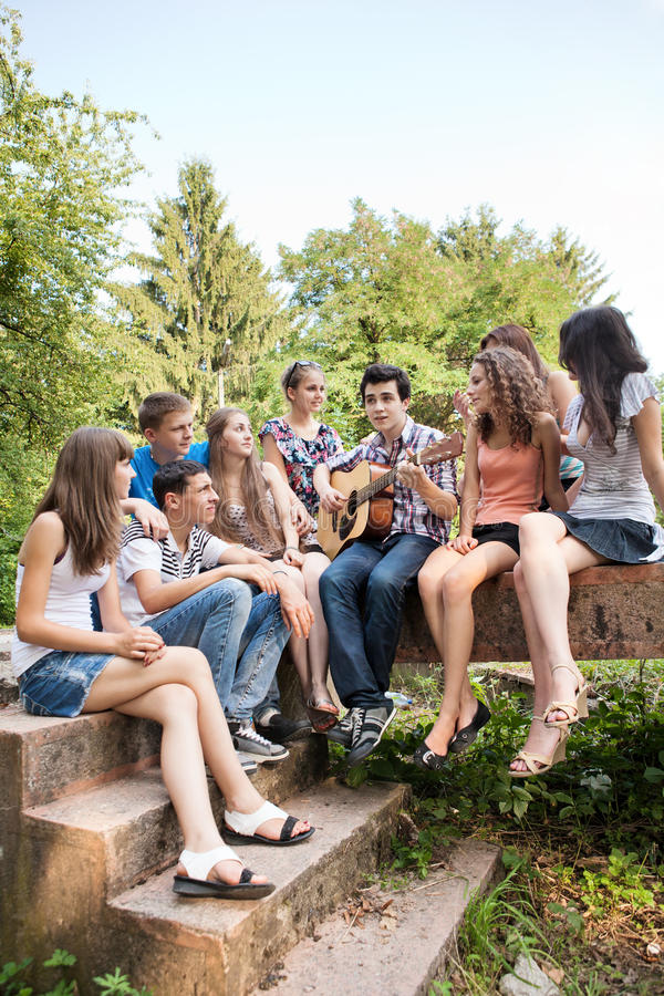 Free Teenagers Playing Guitar And Singing Royalty Free Stock Image - 20493156