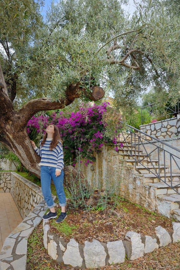Teengirl na ilha de Lefkada Kefalonia imagem de stock royalty free