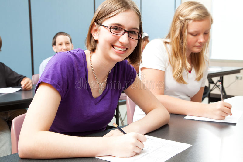 Teens στο σχολείο στοκ φωτογραφία με δικαίωμα ελεύθερης χρήσης
