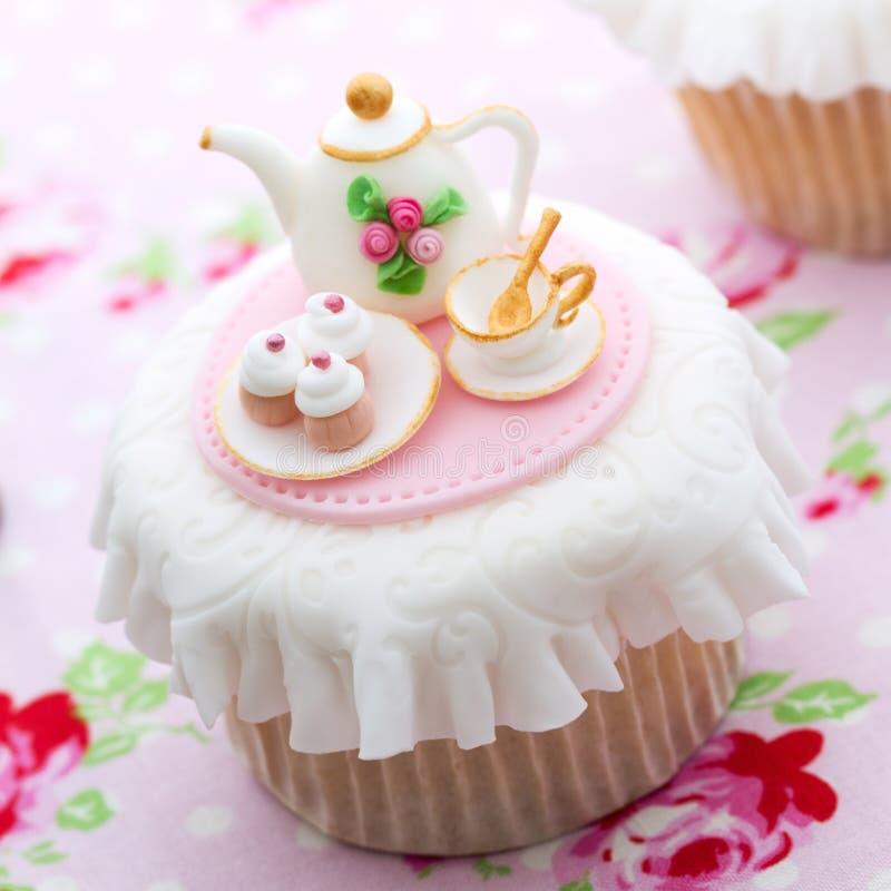Teepartykleiner kuchen stockbilder