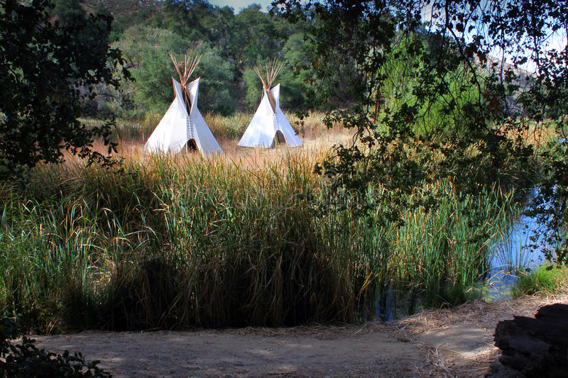 Teepees dans la configuration occidentale photo stock