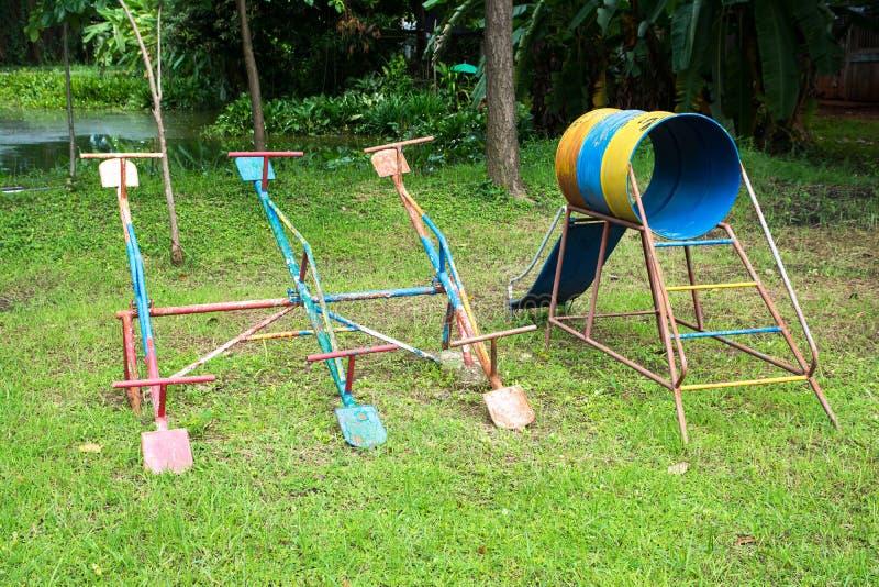 Teeter suwak przy boiskiem dla dziecko sztuki i Totter zdjęcie stock