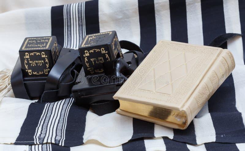 Tefillin i tallit I książka Żydowska modlitwa fotografia stock
