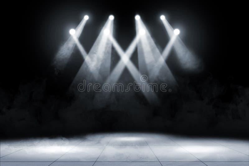 Tegelplattagolv med konsertfläckbelysning och rök royaltyfri bild