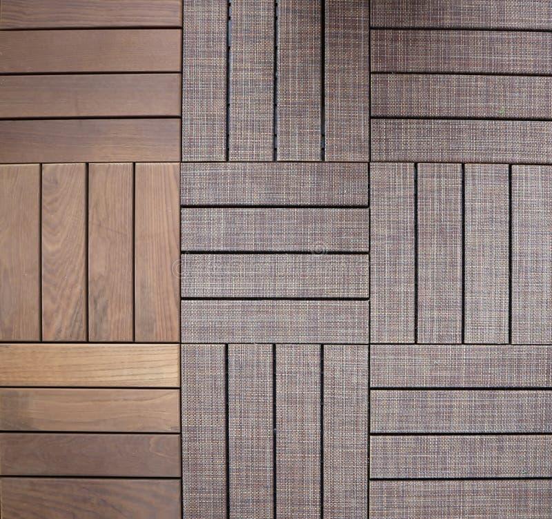 Tegelplattor av trä och trä som täckas för utomhus- golv-, trädgård- eller trädgårdbruk fotografering för bildbyråer
