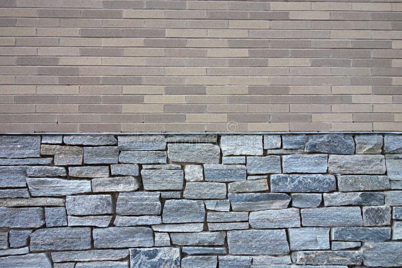 Tegelsten- och stenvägg arkivfoto