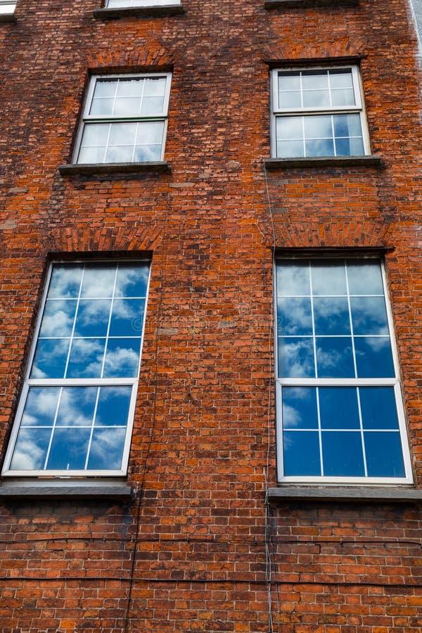Tegelstenar och blåa himlar i Cork Ireland royaltyfri fotografi