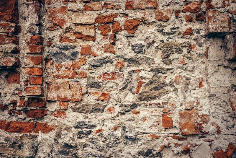 Tegelstenar och sten fördärvad väggtextur royaltyfri bild