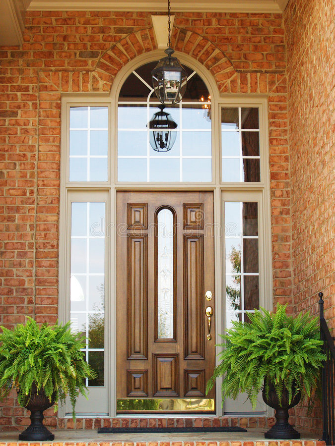 Download Tegelsteningångsframdel arkivfoto. Bild av dörr, växt - 3539392
