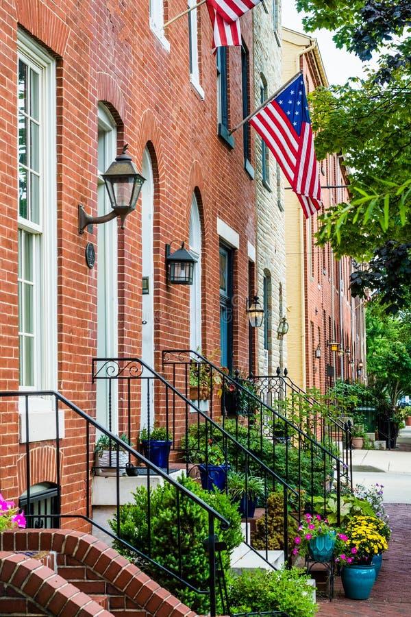Tegelstenradhus l?ngs Williams Street i den federala kullen, Baltimore, Maryland arkivbild