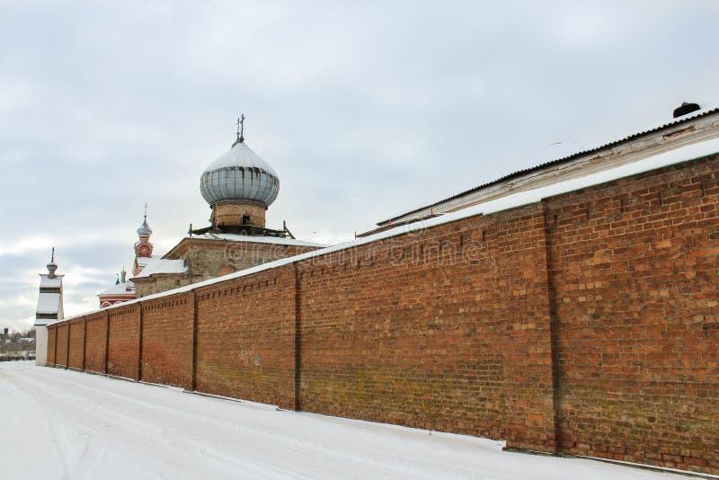 Tegelstenvägg av kloster arkivfoto