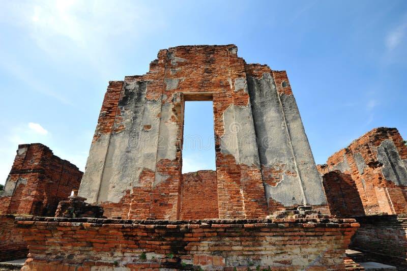 Tegelstenvägg på wat Phar Srisanphet, Thailand royaltyfri foto