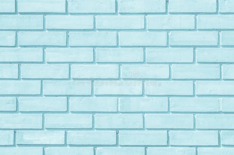 Tegelstenvägg som målas med blekt - för signaltextur för blå målarfärg pastellfärgad lugna bakgrund Murverk- och stenhuggeriarbet royaltyfri foto