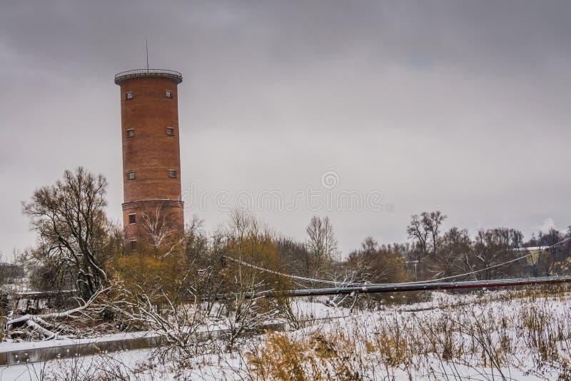 Download Tegelstenvattentorn arkivfoto. Bild av vatten, fabrik - 106830368