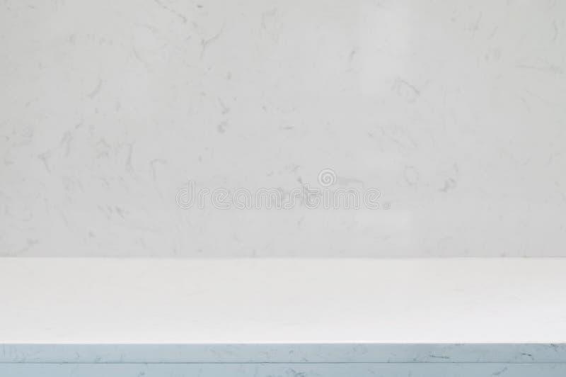 Tegenbovenkant, muur en vloer wit of lichtgrijs marmeren steenontwerp van decoratie schone achtergrond Gebruikt voor montering of royalty-vrije stock fotografie