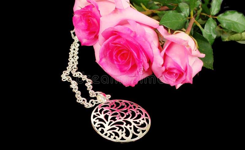 Tegenhanger en rozen. royalty-vrije stock afbeeldingen