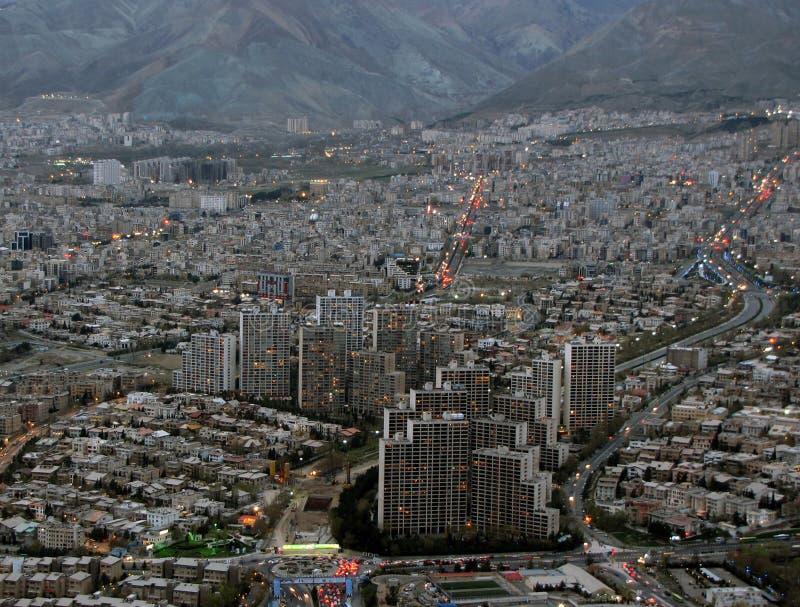 Teherán, del norte, construyendo, ciudad Irán, puesta del sol imagen de archivo