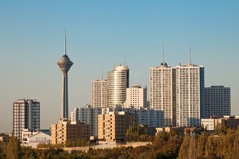 Teheran-Skyline und Wolkenkratzer-morgens Licht lizenzfreie stockfotos