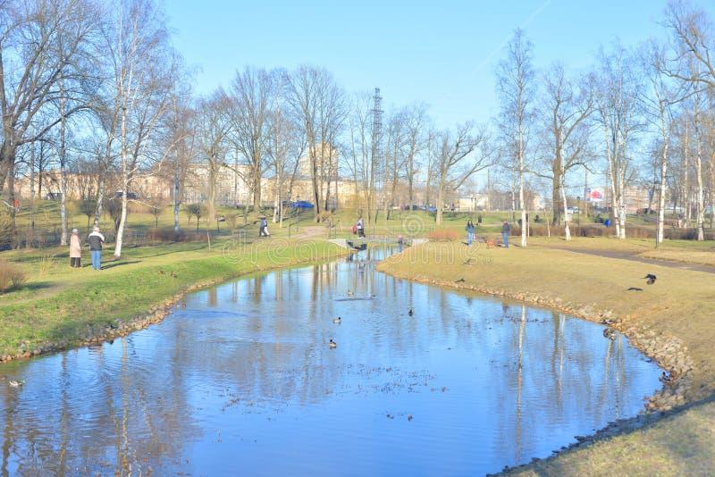 Teich in Park Kurakina-Datscha stockbild