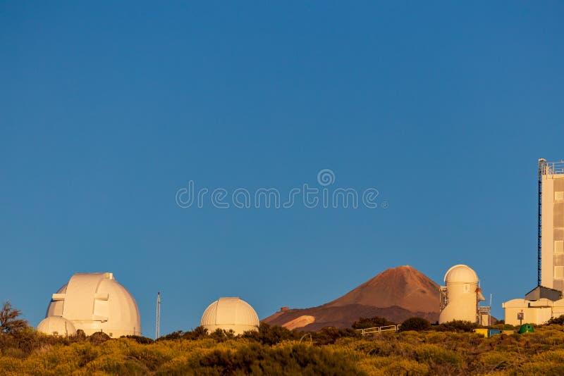 Teide astronomisch waarnemingscentrum in het Eiland van Tenerife royalty-vrije stock afbeeldingen