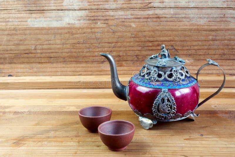 Teiera cinese d'annata fatta di vecchi giada ed argento del Tibet con il Mo fotografia stock