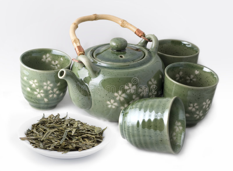 Teiera con le tazze ed il tè verde fotografie stock libere da diritti