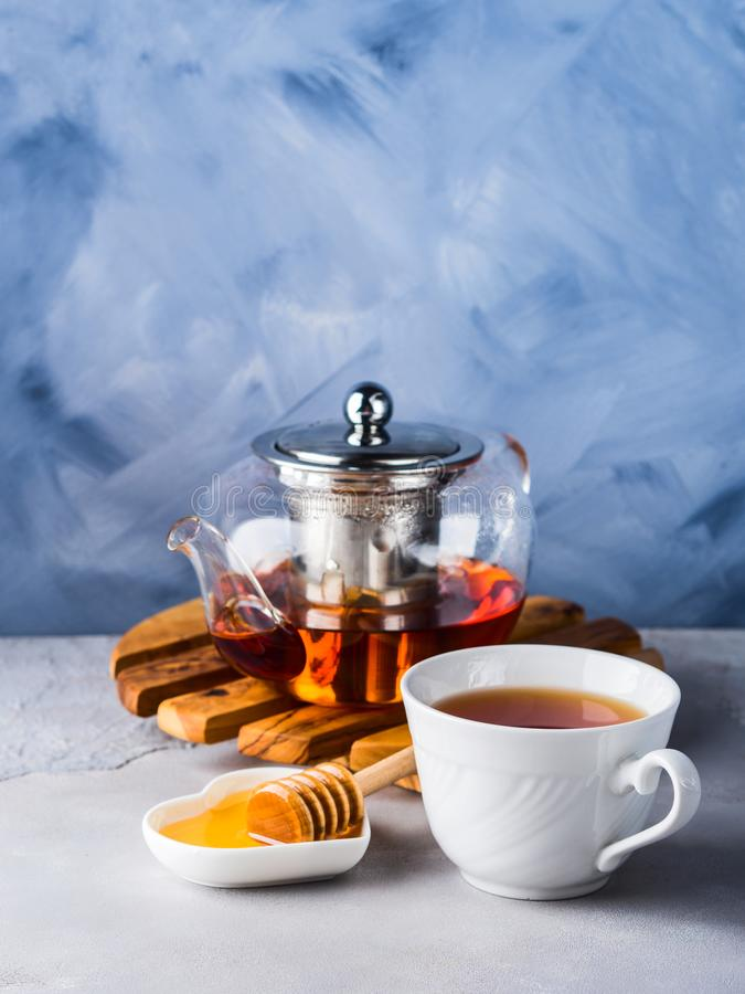 Teiera di tè e di miele rossi immagini stock