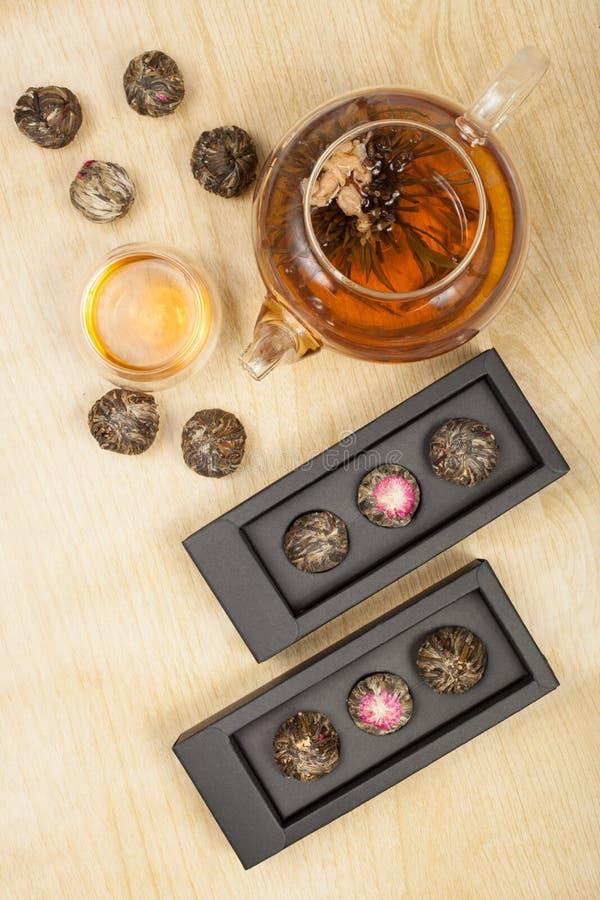 Teiera esotica di vetro del tè verde immagini stock