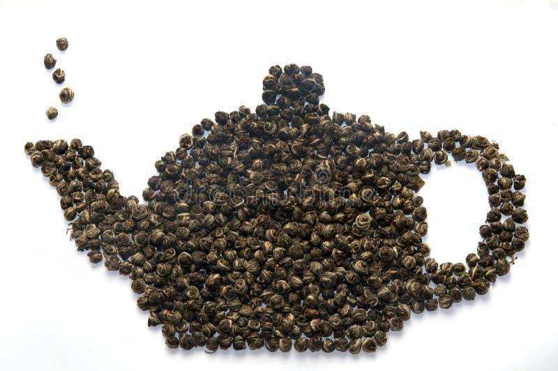 Teiera fatta delle foglie di tè fotografia stock