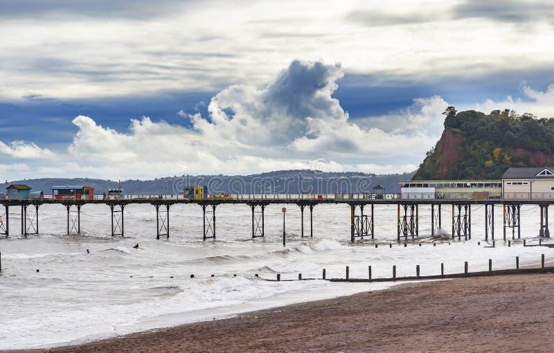 Teignmouth pir och strand fotografering för bildbyråer