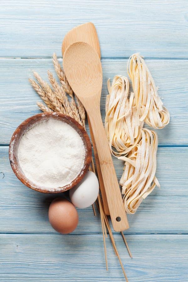 Teigwaren, die Bestandteile kochen stockfoto