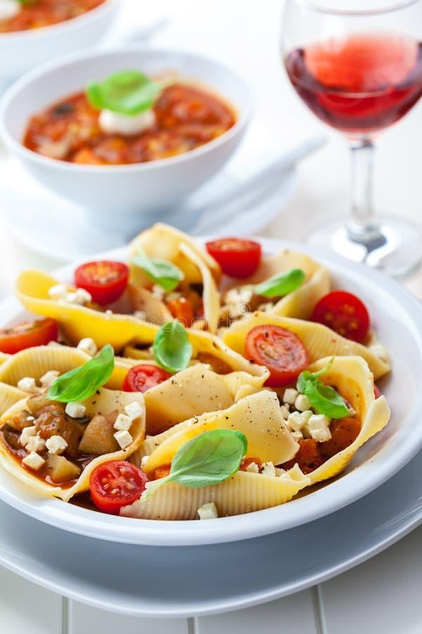 Download Teigwaren mit Gemüse stockfoto. Bild von sellerie, karotte - 27726700