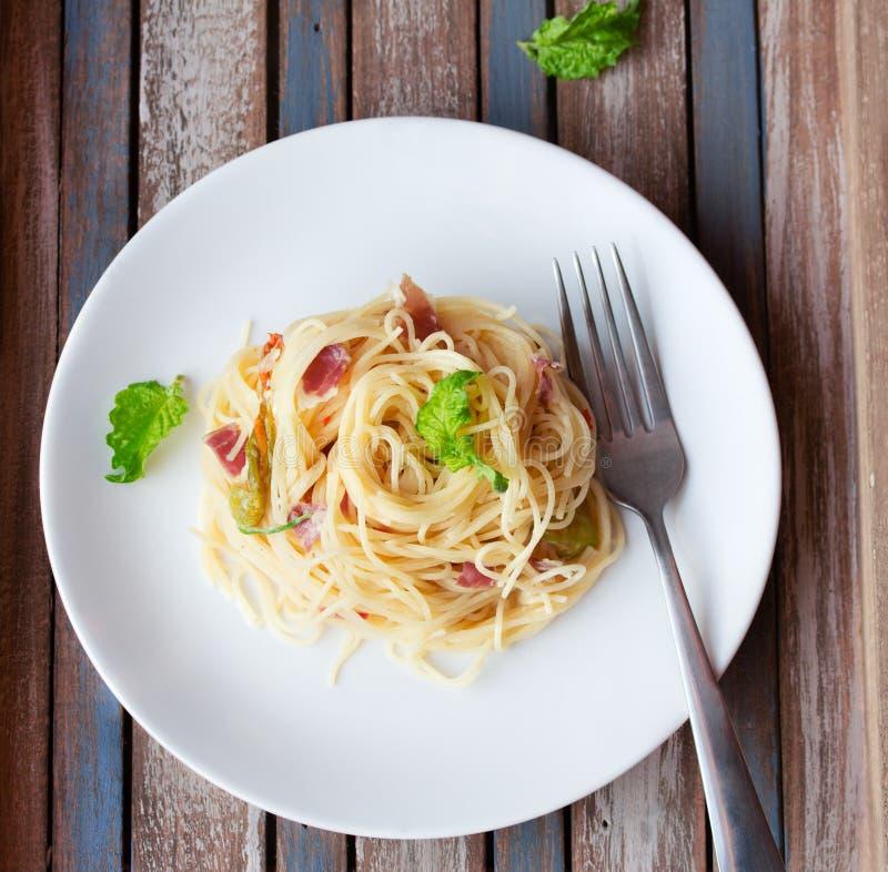 Teigwaren mit Prosciutto stockfoto