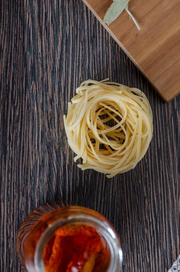 Teigwaren mit Tomaten stockfoto