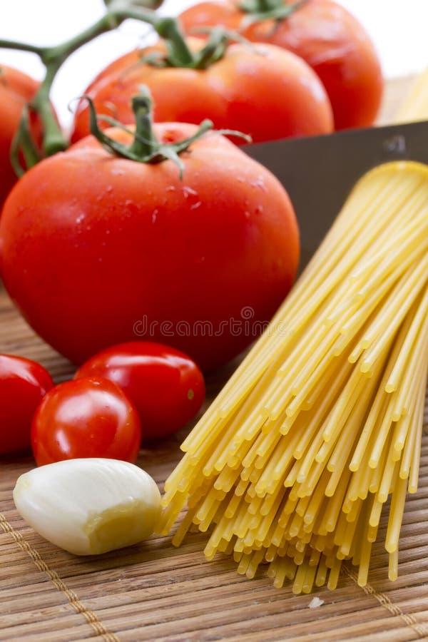 Teigwaren, Tomate Und Knoblauch Lizenzfreies Stockfoto
