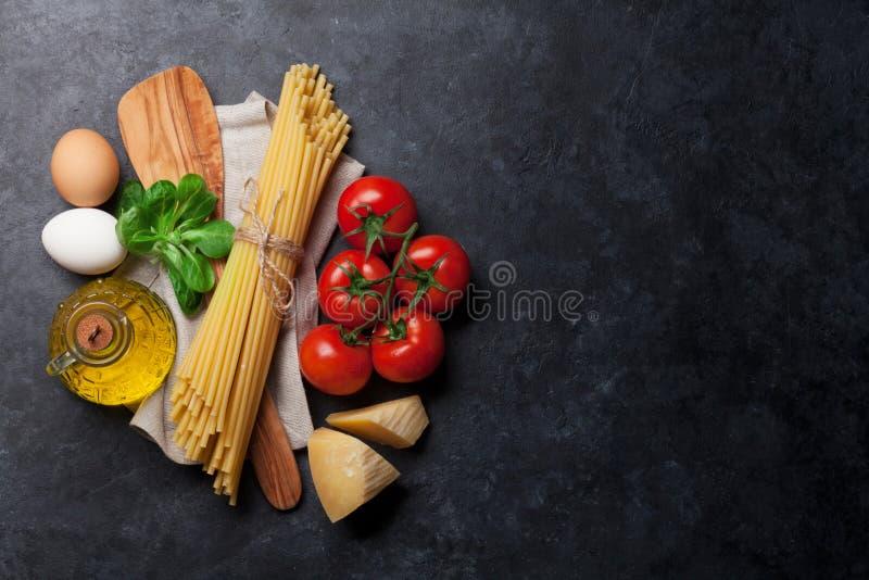 Download Teigwaren und Bestandteile stockfoto. Bild von mittelmeer - 90236734